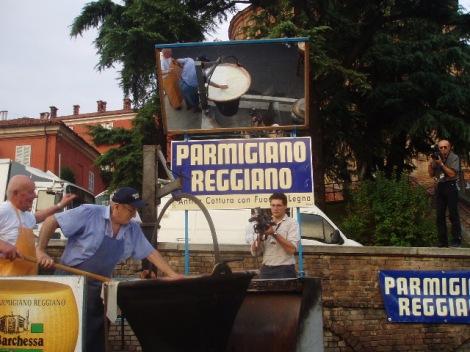 Live productie van Parmigiano Reggiano op Slow Cheese