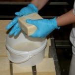 Kaas per kaas wordt om de twee dagen onder handen genomen