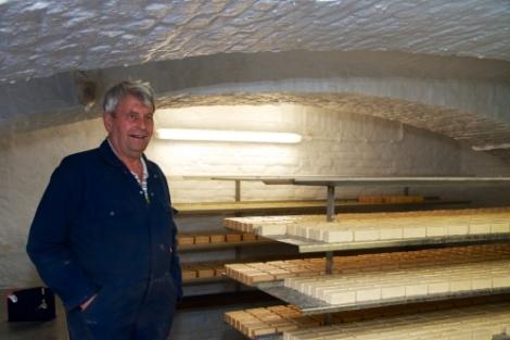 José Munnix, producent van rauwmelkse Herve kaas