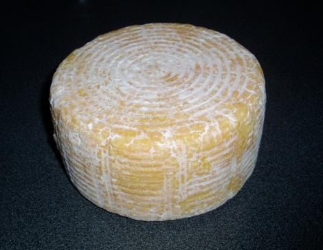 Halfharde kaas met gemengde korstflora, vier weken oud